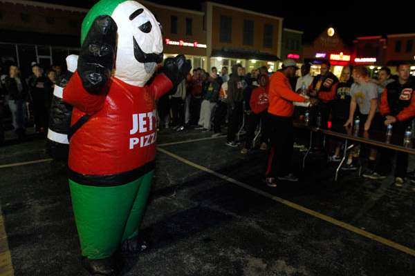 The-Jett-s-Pizza-mascot