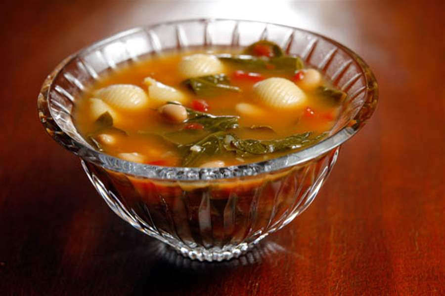 Tuscan-white-bean-and-spinach-soup
