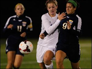 Anthony Wayne's Susan Nutter, center, and Notre Dame's Natalie Deeb chase the ball.