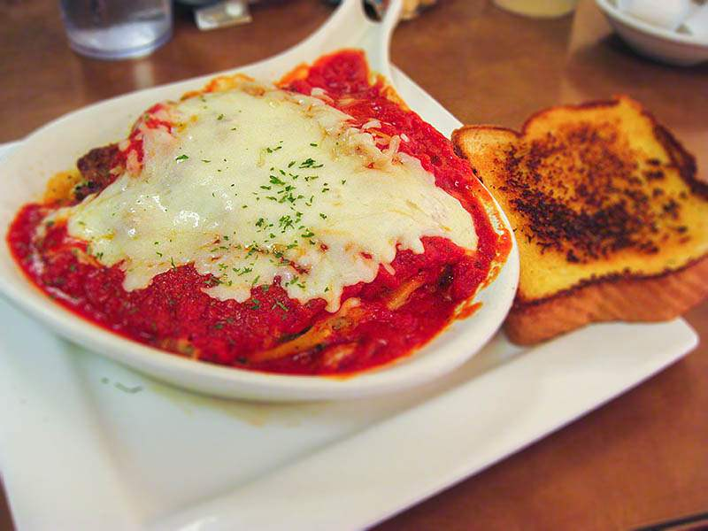 American-Table-Family-Restaurant-spaghetti-and-garlic-bread