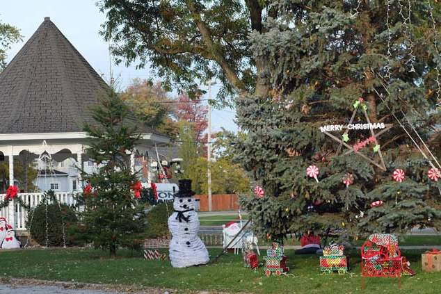 CTY-cancer31-adams-street-park-xmas
