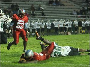 Start's Avion Boyd (36) is unable to stop Bowsher's ball carrier Khane Collins (20) on the two-point conversion.