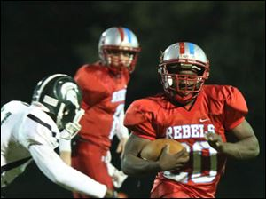 Bowsher's ball carrier Khane Collins (20) evades a Start defender during the first quarter.