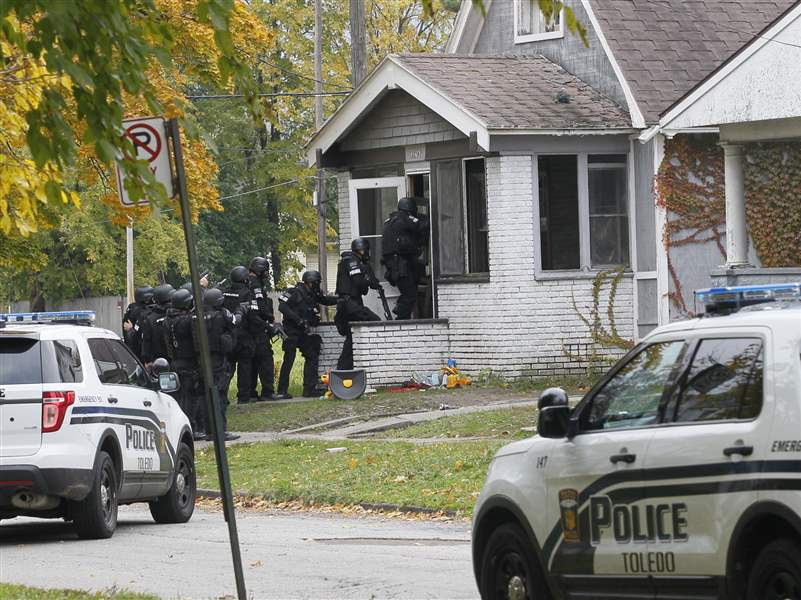 CTY-standoff02p-swat-into-house