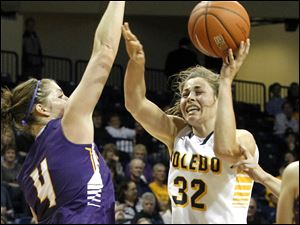UT's Ana Capotosto attempts to put up a shot over Ashland's Melanie Poorman.