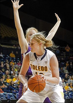 Toledo's Sophie Reecher takes the ball to the hoop past Ashland's Suzy Wollenhaupt.
