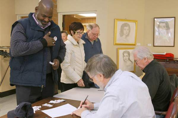Toledo-mayor-Mike-Bell-applies-a-vot