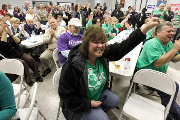 Volunteer-and-supporter-Tina-Scott-raises-her-ar