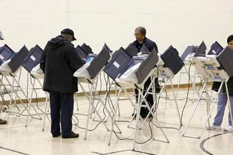 Voters-cast-their-ballots