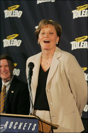 UT athletic director Mike O'Brien, left, listens as Tricia Cullop speaks to the media at her introduction on April 18, 2008.
