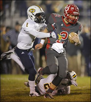 Bedford's Brad Boss tries to shake off Saline's Tyrone Miller during the first quarter. The Mules are now 11-0.