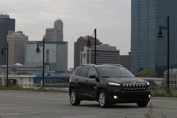 BIZ-cherokee-test-drive-downtown