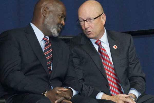 Toledo-mayor-Mike-Bell-left-speaking-with-t