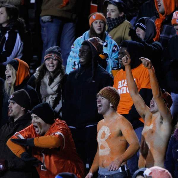 BGSU-fans-react-to-a-play