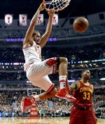 Chicago-Bulls-center-Joakim-Noah-13-dunks-t