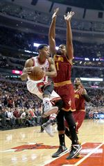 Chicago-Bulls-point-guard-Derrick-Rose-1-looks-to-p