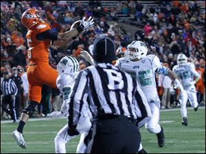 BGSU's Heath Jackson catches a touchdown pass.