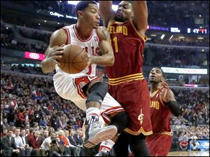 Chicago Bulls point guard Derrick Rose (1) looks to pass the ball past Cleveland Cavaliers center Andrew Bynum during the first half
