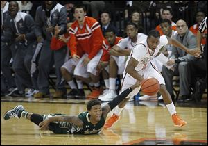 South Florida's Anthony Collins loses the ball to BGSU's Anthony Henderson during Friday's game at the Stroh Center.