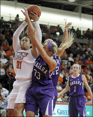 Bowling Green State University's Erica Donovan battles over Niagara's Val McQuade during Friday's game. Donovan finished with 20 points for the Falcons.