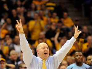 Marquette head coach Buzz Williams directs his team against Ohio State during the first half.