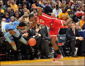 Marquette's 's Todd Mayo (4) and Ohio State's' Sam Thompson (12) collide as the ball goes out-of-bounds.