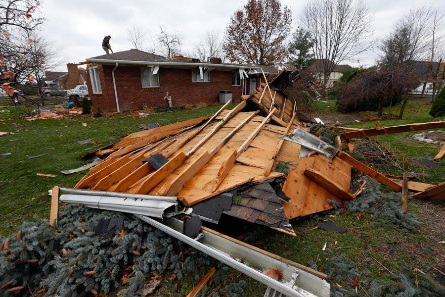 CTY-storm19p-zeller-roof-in-yard