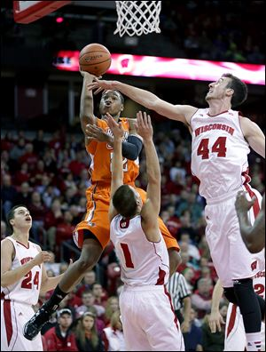 BG forward Richaun Holmes shoots over Wisconsin's Frank Kaminsky, right, and Ben Brust, center, during the first half Thursday night in Madison, Wis.