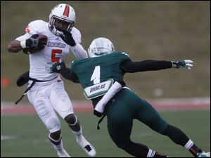 BGSU's Ronnie Moore is defended by EMU's Willie Creear III.