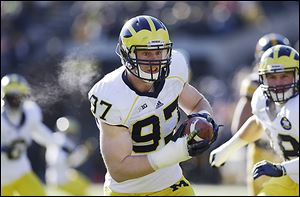Michigan linebacker Brennen Beyer returns an interception seven yards for an early touchdown.