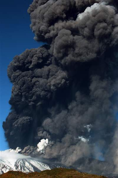 Italy-Etna-Volcano-Eruption-1