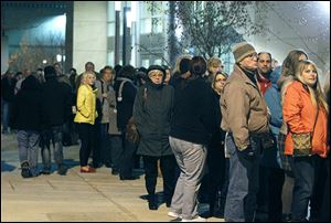 Crowds wait in the cold outside Huntington Center before Keith Urban's concert because of a problem with credit-card readers.