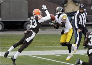 Steelers wide receiver Antonio Brown catches a 41-yard touchdown against Browns cornerback Joe Haden in the second quarter Sunday in Cleveland.