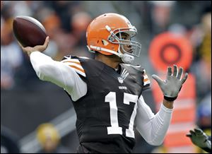 Browns quarterback Jason Campbell left Sunday's game against the Steelers with a concussion.