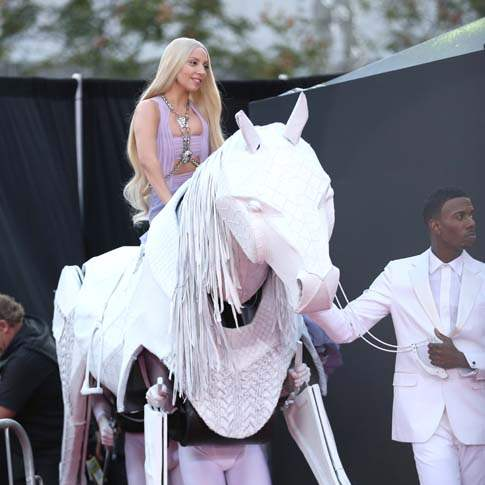 amas-gaga-on-horseback