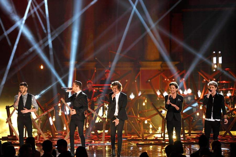 AMAS-ONE-DIRECTION-PERFORMANCE