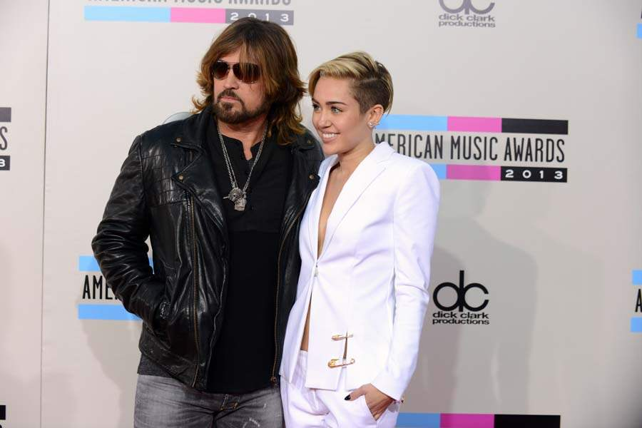 amas-billy-ray-and-miley-cyrus