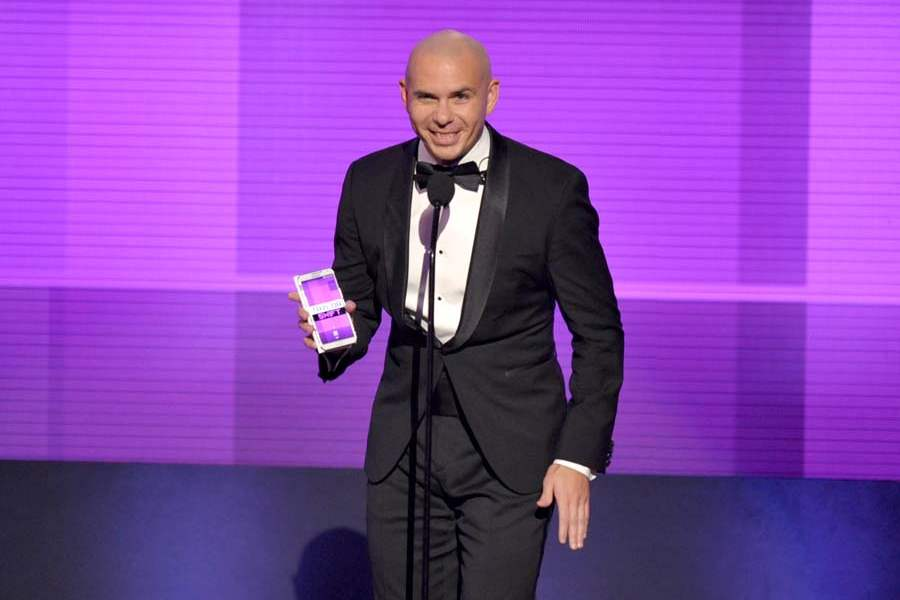 amas-pitbull-artist-of-year-presentation