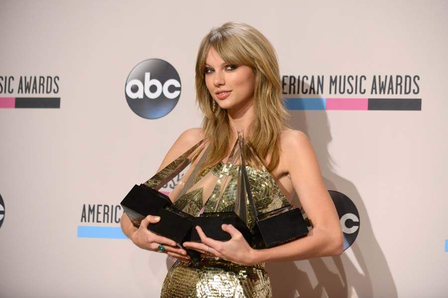 amas-taylor-swift-all-the-awards