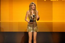 2013-American-Music-Awards-Swift-11-25