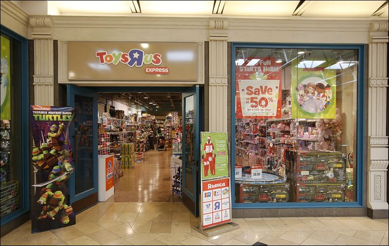 Toys R Us Mall : Stores bank on temporary sites to boost holiday season