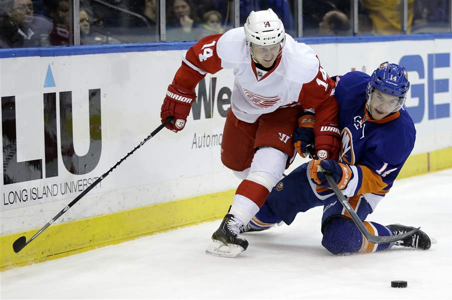 Red-Wings-Islanders-Hockey-8