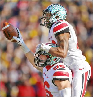 Ohio State tight end Jeff Heuerman (86) celebrates his touchdown during the third quarter with teammate Corey Brown.