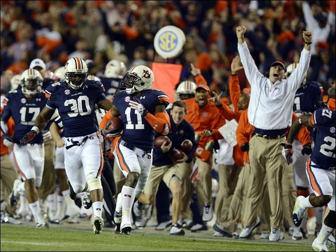 Alabama Auburn Football Auburn cornerback Chris Davis (11) returns a missed field-goal attempt more than 100 yards for a touchdown on the final play against Alabama in Auburn, Ala..