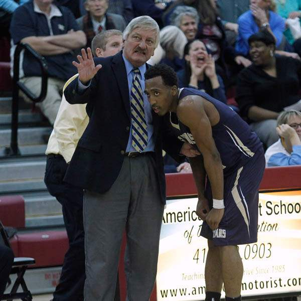St-Johns-head-coach-Ed-Heintschel-confers-with-Anthony-Glover-Jr