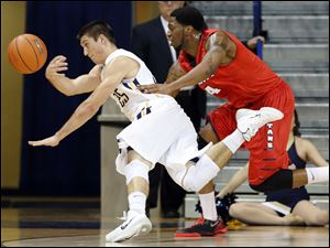 University of Toledo guard Jordan Lauf (25) defends against Detroit forward Patrick Onwenu (4).
