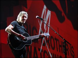 Roger Waters performs dur
