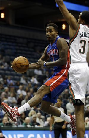 Detroit Pistons' Brandon Jennings, left, looks to pass around Milwaukee Bucks' John Henson (31) during the first half.