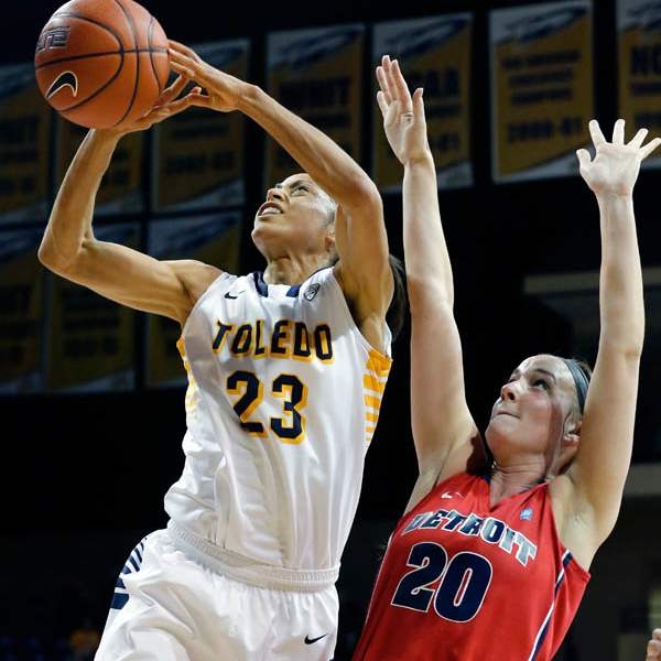 University-of-Toledo-guard-Inma-Zanoguera-23-goes-to-t