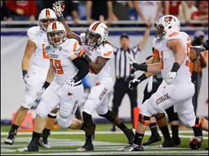 Bowling Green State University player Tyler Beck (89) and teammates celebrate his touchdown.